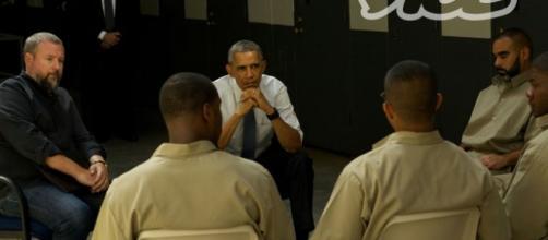 Presidente de los EEUU reunido con los reclusos.