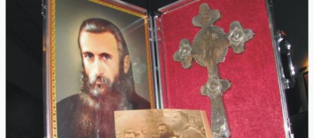 Aceasta este crucea lui Arsenie Boca