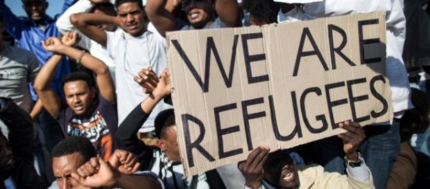 Le bufale sul web sugli immigrati costano caro