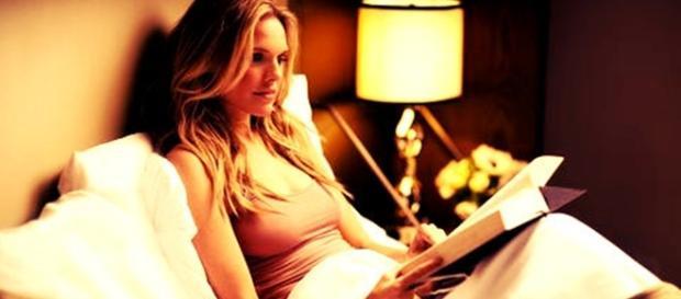 Ler antes de dormir pode ajudar a combater insônia