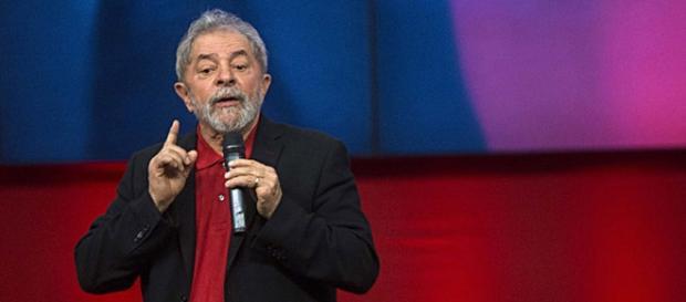 "Lula critica o ""panelaço"" e protestos contra Dilma"
