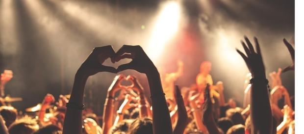 Milhões de espetadores nos festivais de música.