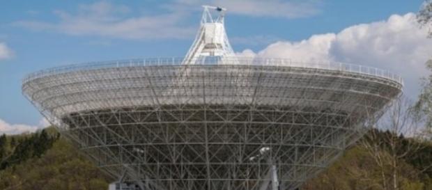 Radiotelescópio terrestre: fonte de sinais do SETI
