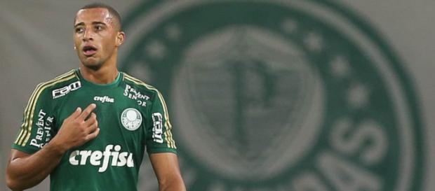 Zagueiro terá continuidade no Palmeiras