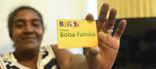 Bolsa Família esta sendo cortado pelo governo