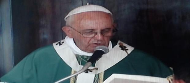 Il papa celebra la messa in Plaza de la Revolucion