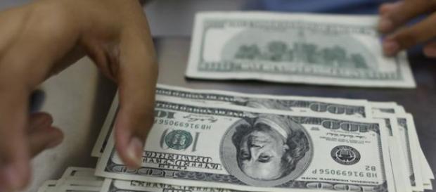 o dólar bate recorde com a cotação a R$ 4,05