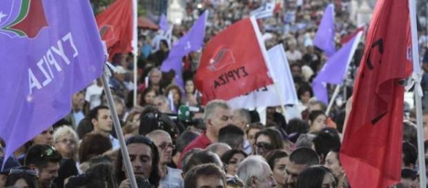 Syriza are un mic avantaj în sondaje