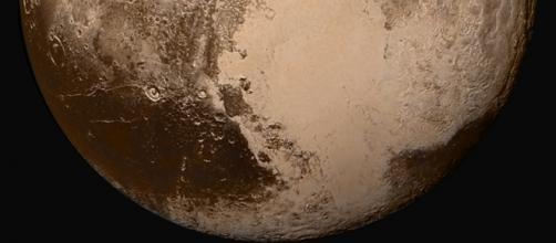 Imagen de Plutón muestra la posibilidad de tolinas