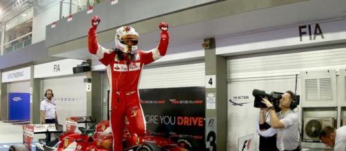 Sebastian Vettel gana en Marina Bay.