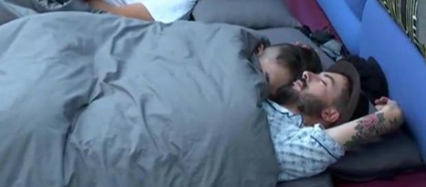 Han y Aritz durmiendo juntos en GH 16