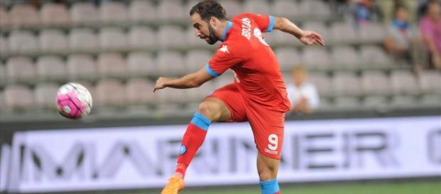 Higuain in azione con la maglia del Napoli