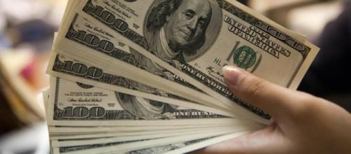 alta do dólar assusta brasileiros