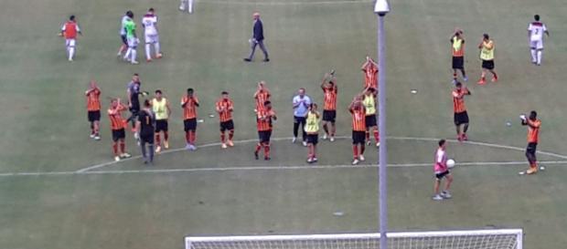 Calciatori del Lecce dopo la gara con la Casertana