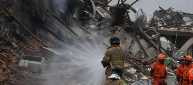 Foto do local após 7 horas da explosão