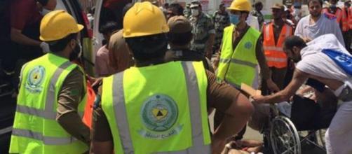 Equipes de salvamento no socorro as vítimas.
