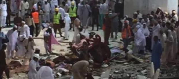 220 de persoane au murit şi 450 au fost rănite