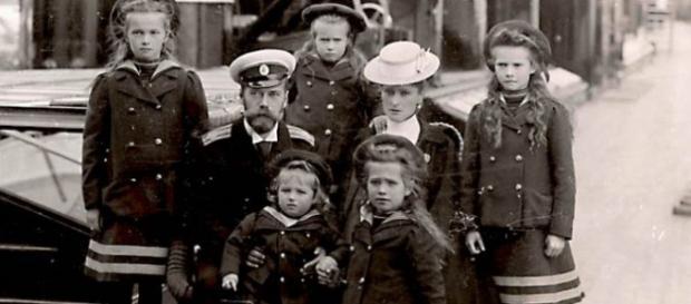 Tѕаr Nісhоlаѕ II wіth hіѕ imperial family in 1907