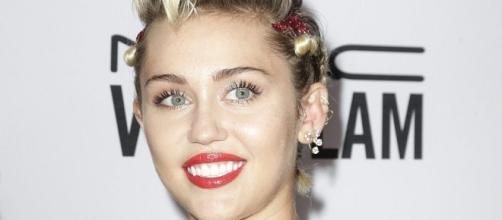 Miley Cyrus per la campagna Viva Glam.