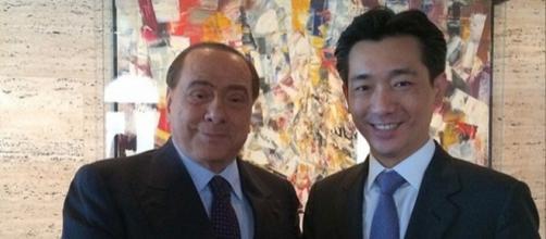 Silvio Berlusconi e Mr. Bee Taechaubol