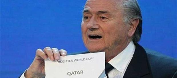 Blatter anuncia a Qatar como la sede del Mundial
