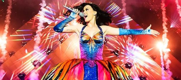 Katy Perry se apresentará no Rock in Rio 2015.