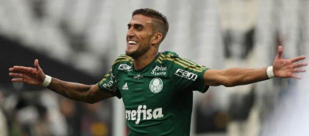 Rafael Marques comemora gol contra o Corinthians