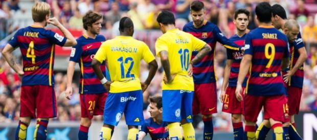 Barcelona recupera el liderato a un precio caro
