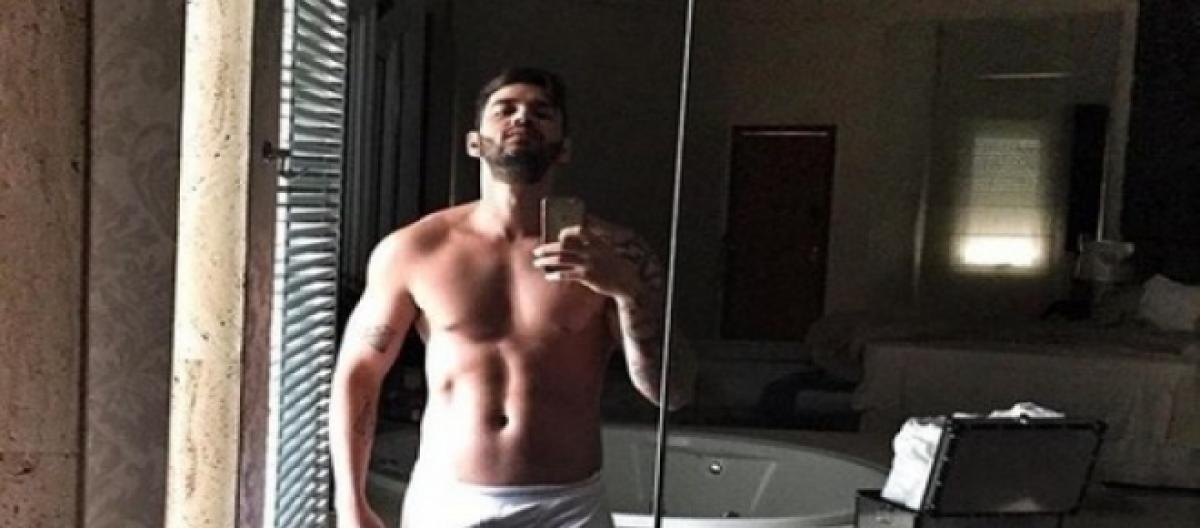 7171bfc510e33 Gusttavo Lima publica foto usando só uma cueca branca em frente ao espelho