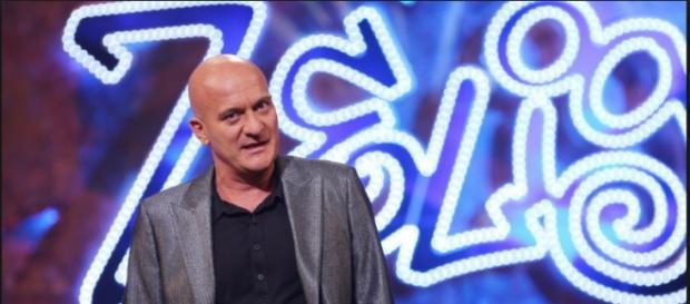 "Claudio Bisio durante ""Zelig"" | Foto Web"