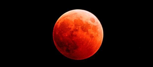 Luna sângerie, Super Luna, eclipsă de Lună