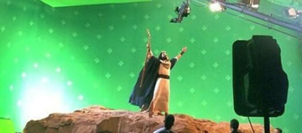 Moisés (Guilherme Winter) abrindo o Mar Vermelho