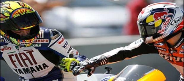 Rossi y Pedrosa se felicitan tras su duelo