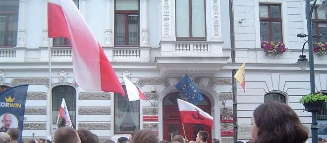 Duża i głośna demonstracja sprzeciwu wobec polityki rządu w Łodzi