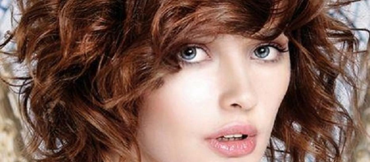 Immagini tagli di capelli medi ricci