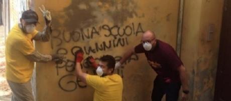 Scuola, cancellate scritte contro Giannini