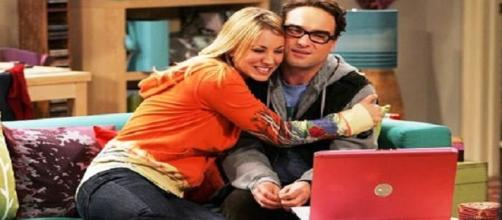 Leonard e Penny in The Big Bang Theory.