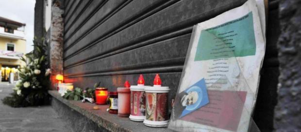 Bar chiuso e ricordo dei 4 giovani deceduti
