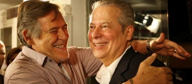 Globo faz José de Abreu se tornar 'coxinha'