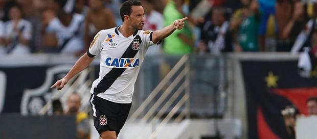 Nenê marca e garante virada do Vasco no Maracanã