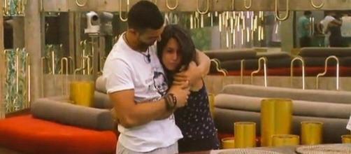 imagen de Suso y Raquel abrazados
