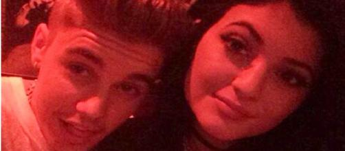 Justin Bieber e Kylie Jenner costumam sair juntos.