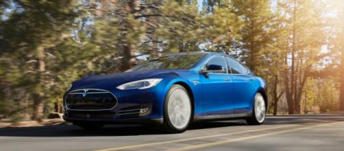 Tesla Model S sarà dotata di un pilota automatico
