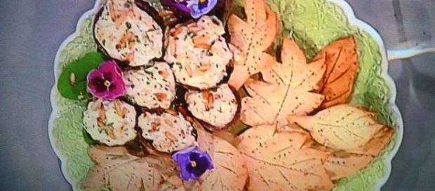 Funghi ripieni di ricotta con foglie di brisè