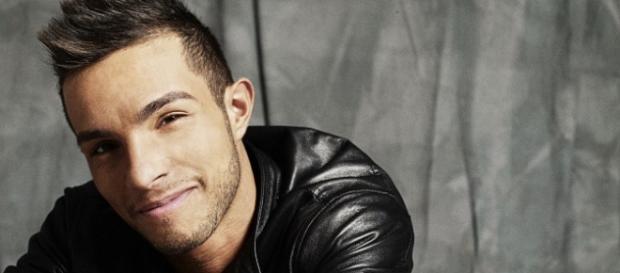 Il cantante Marco Carta, che ha iniziato con Amici