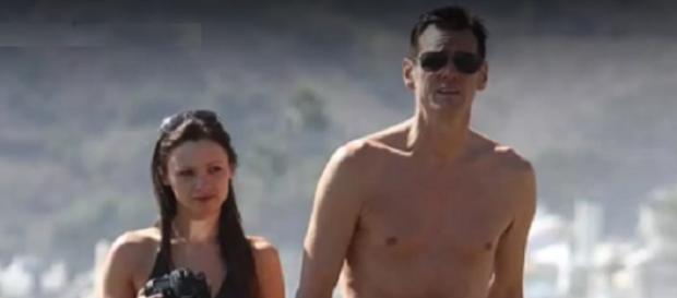 Jim Carrey paseando con su pareja este verano