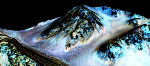 O HiRise detectou a presença de água em Marte