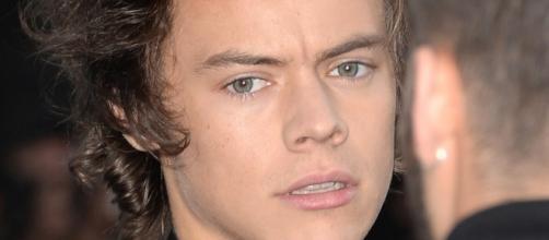 Harry Styles foi atingido por uma lata de bebida.