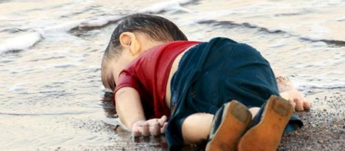 Syrian child Aylan dead by drowning.