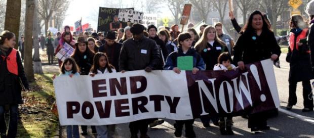 Americanos pobres pedem o fim da pobreza.